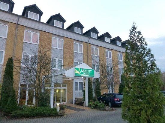 Quality Hotel Dresden West:                   ホテル・敷地