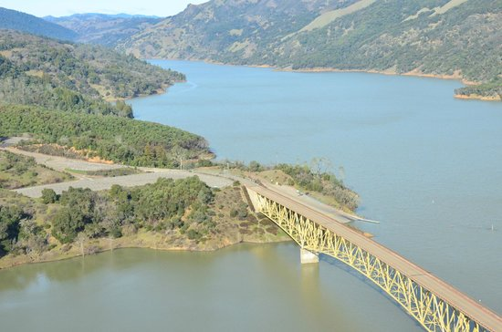 Lake Sonoma - road to rockpile