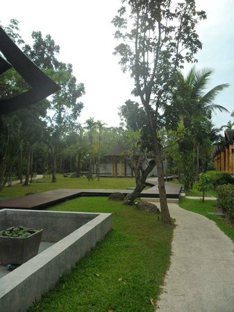 The Village Resort and Spa:                   giardino