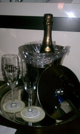 Ellis Hotel: Champagne Every Night - Part of the Romance Package
