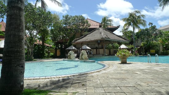 Hotel Santika Premiere Beach Resort Bali: premier room pool