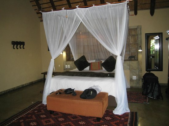 Elephant Plains Game Lodge:                                     Our comfy bed.