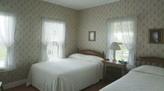 Shaw's Hotel and Cottages: an hotel room