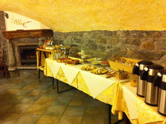 Agriturismo La Reina Valle d'Aosta:                   Breakfast buffet