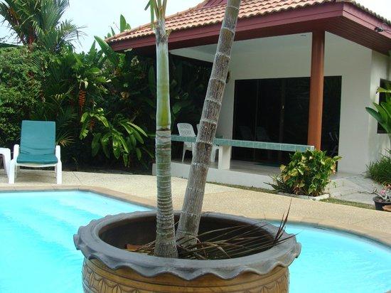 Sansuko Ville Bungalow Resort: chambre près de la piscine
