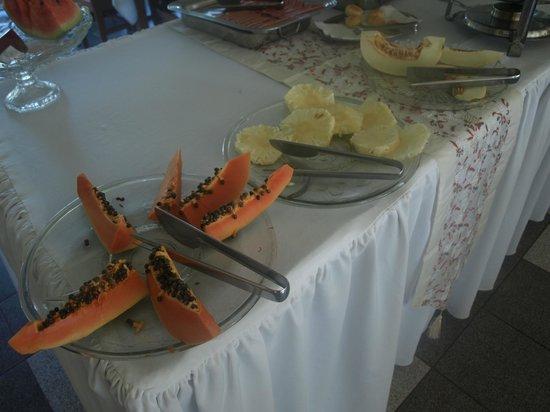 Canzi Cataratas Hotel:                   mamao papaya y piña