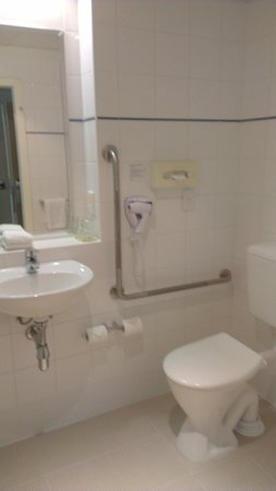 Novotel Wellington: disabled washroom