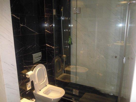 Eurostars Das Letras Hotel:                                     bagno suite 501