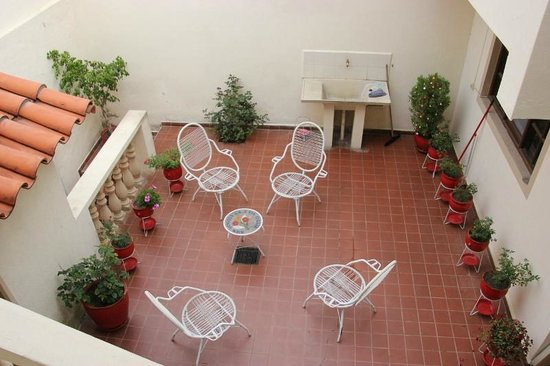 Santa Cecilia:                   Outdoor courtyard area