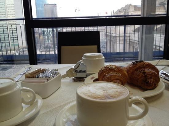 Hotel Aosta - Gruppo MiniHotel:                                     colazione con vista su Centrale                           