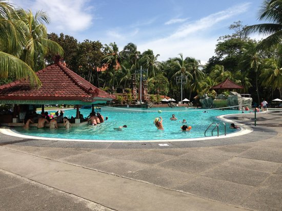 Ramada Bintang Bali Resort:                   The pool and bar