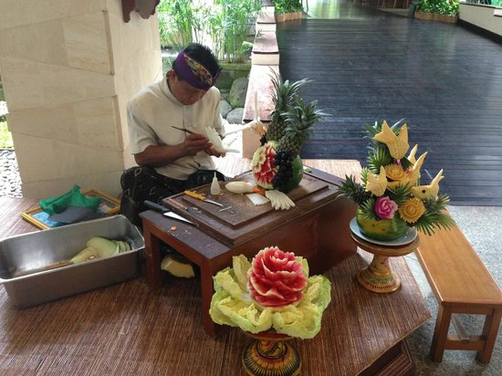 Ramada Bintang Bali Resort:                   Carving fruit at breakfast