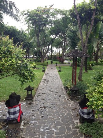 Bintang Bali Resort:                   Main garden area