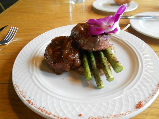 The Perch Restaurant and Bar: caribou medalions with asparagus