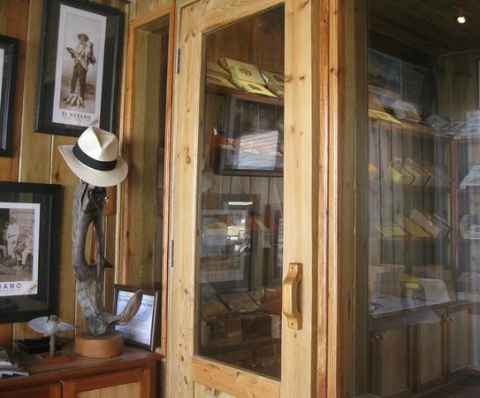 Ambergris Caye, Belize: INSIDE STORE