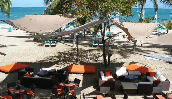 Hotel Villa Taina: Beach Lounge
