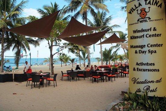 فندق فيلا تاينا: Beach Lounge area
