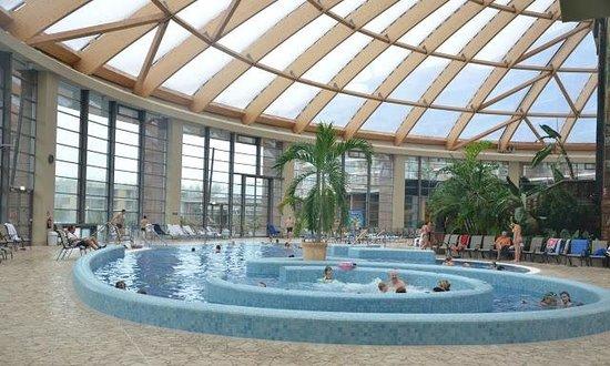 Aquaworld Resort Budapest: Lazy river-jet pool