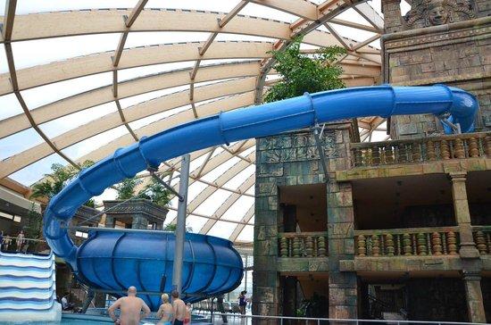 Aquaworld Resort Budapest: One of the slides