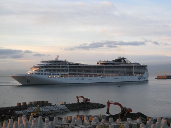 Porto Santa Maria Hotel:                   Cruise ship docking