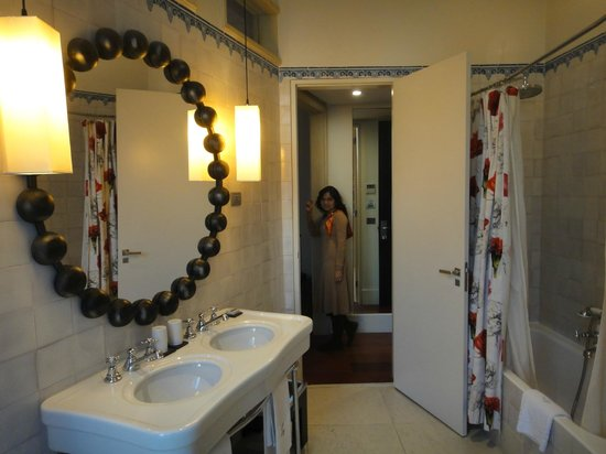 Heritage Avenida Liberdade:                   Standard bathroom in a double room