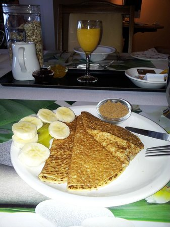 Ascot Parnell Boutique Bed and Breakfast:                   My breakfast ....thin delicious pancake that reminds me of Mom's.