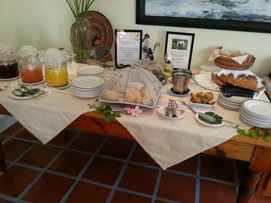Eikendal Lodge:                   Breakfast Buffet