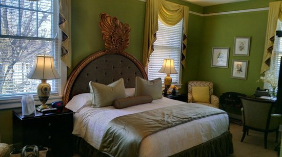 The King's Daughters Inn:                   Bed room