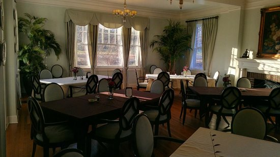 The King's Daughters Inn:                   Dinning room