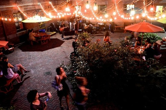 Hostelling International - New York: Patio at night