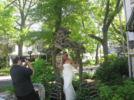 Nathaniel Morris Bed and Breakfast Inn: ABeautiful Bride Under the Arbor