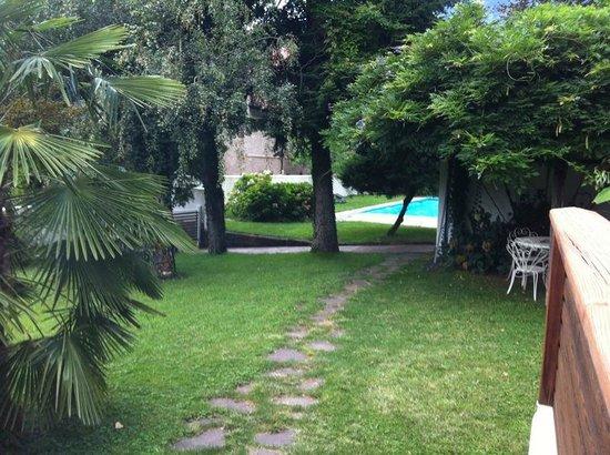 Sittnerhof Agriturismo:                   giardino con piscina