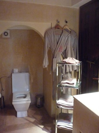Riad Charai: Bathroom