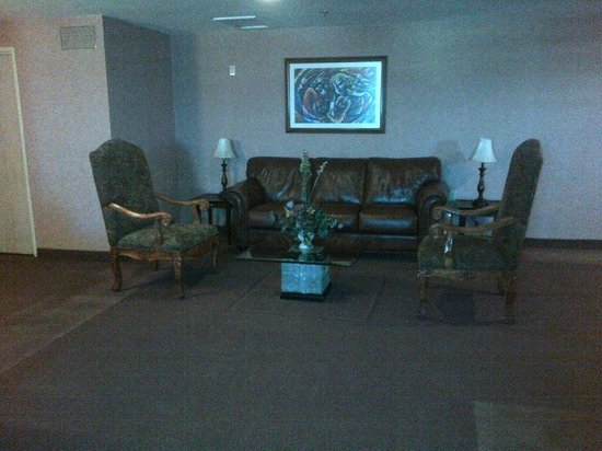 Real Inn Mexicali:                   Lounge area in floor