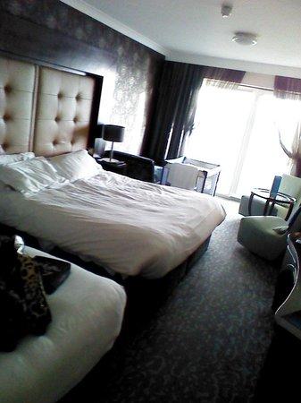 إينتشيدونيي آيلاند لودج آند سبا:                   very spacious room x                 