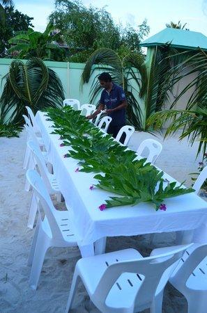 Inför nyårsmiddagen på Palm Villa.