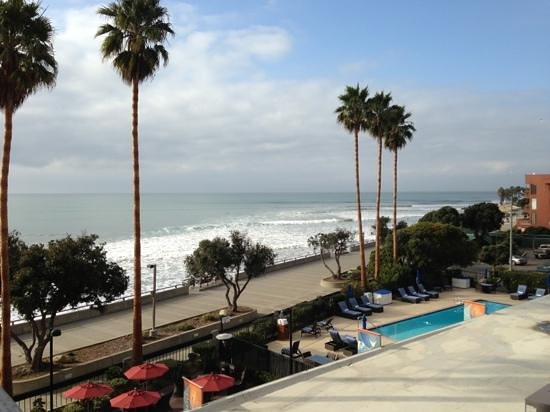 Crowne Plaza Ventura Beach: all rooms have balconies and ocean views!