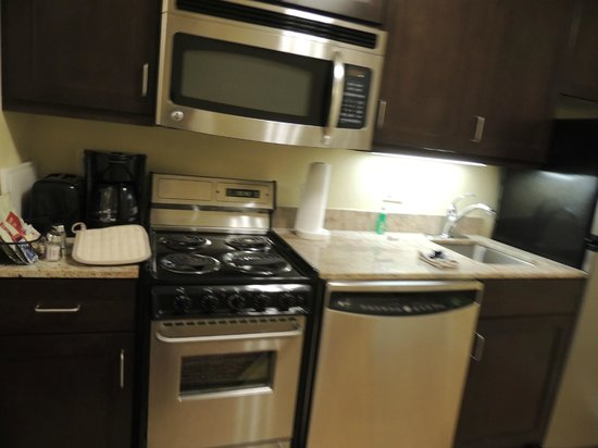 TownePlace Suites Jacksonville Butler Boulevard: Nice Kitchen