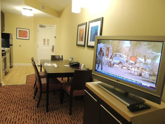 TownePlace Suites by Marriott Jacksonville Butler Boulevard: Nice LCD TV