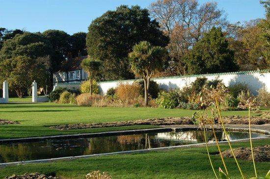 Warner Leisure Hotels Bembridge Coast Hotel:                   Bembride Coast Hotel - The Grounds