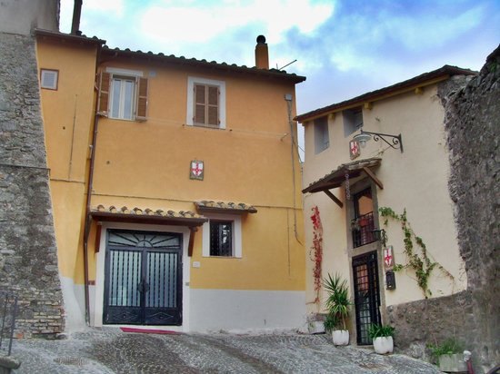 San Martino al Cimino, Italy:                                                                         la torre di luca new loo