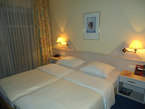 City Hotel Frankfurt - Bad Vilbel:                   comfortable and clean room