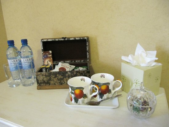 Shirley Hotel: Top branded complimentary room beverages and biscuits
