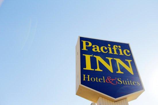 Pacific Inn Hotel & Suites: Hotel Exterior