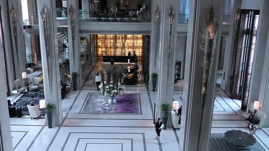 Siam Kempinski Hotel Bangkok:                                     Foyer near main door