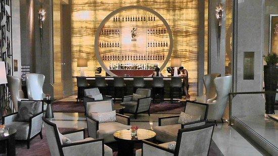 Siam Kempinski Hotel Bangkok:                                     Bar area