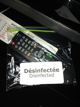 Days Inn - Berthierville :                                     so the remote was disinfected... what about the bag???