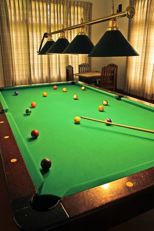 Ancoombra Tea Estate Bungalow: Pool Table