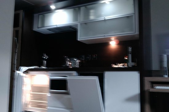Roomzzz Manchester City:                                     Kitchen area