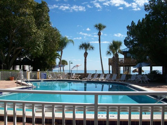 Magnuson Hotel Marina Cove:                   Courtyard